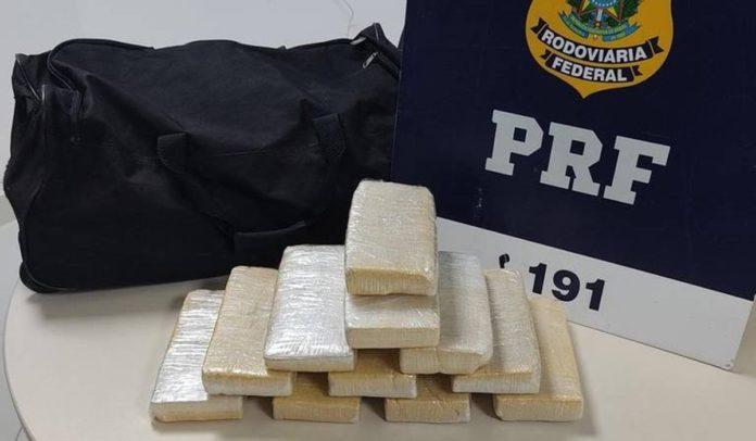 Pasta base de cocaína apreendida pela PRF