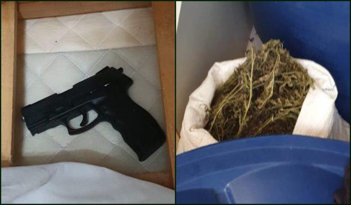 Arma e drogas apreendidas em operação da polícia