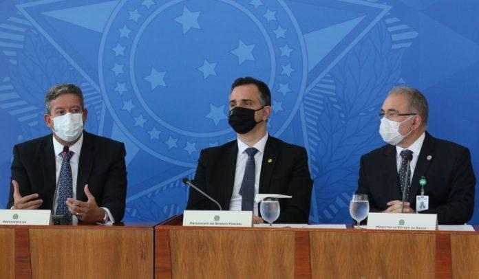 O presidente do Senado, Rodrigo Pacheco, da Câmara Arthur Lira e o ministro da Saúde, Marcelo Queiroga, dão entrevista coletiva após a reunião do Comitê de Coordenação Nacional de Enfrentamento da Pandemia de Covid-19