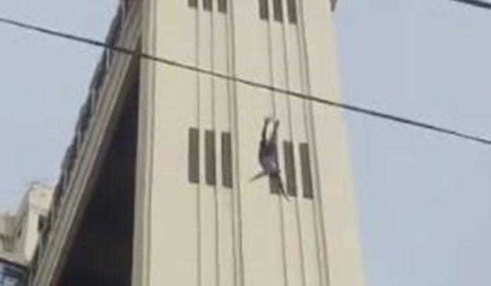 Homem se jogando do Elevador Lacerda em Salvador