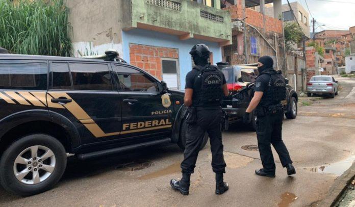 Operação da PF cumprindo mandados de prisão e busca e apreensão em Salvador, Dias D'Ávila, Simões Filho e Barreiras