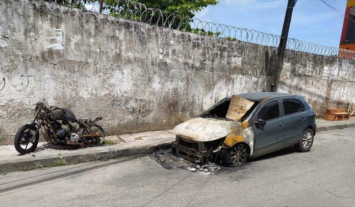 Veículos incendiados