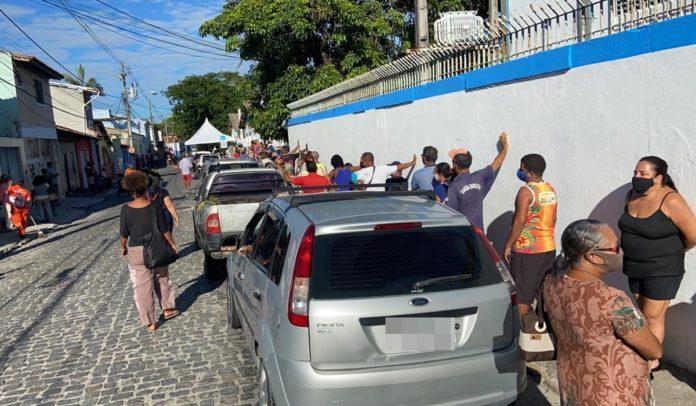 Fila para vacinação contra Covid-19 em Porto Seguro