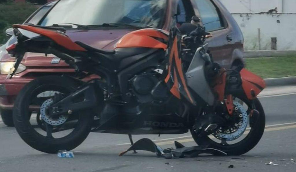 Acidente entre moto e carro na BR-367
