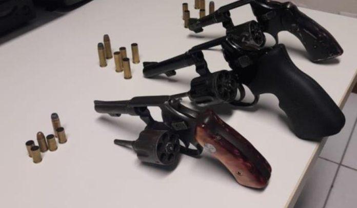 Armas apreendidas em Feira de Santana