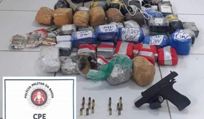 Celulares e drogas encontrados pela polícia em Salvador