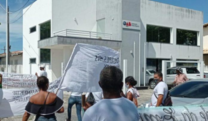 Manifestação da URC na sede da OAB em Porto Seguro