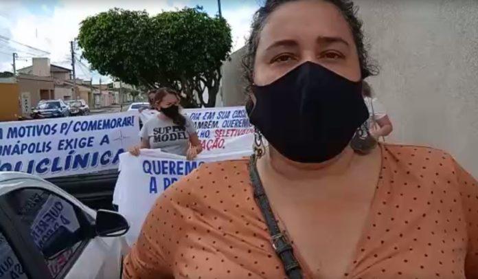 Professores e comunidade protestam contra não adesão de Eunápolis à Policlínica