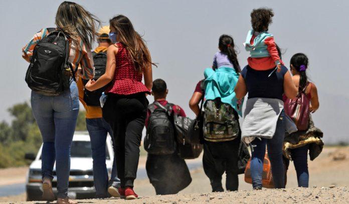 Grupo com mais de 40 brasileiros é detido após entrar ilegalmente nos EUA