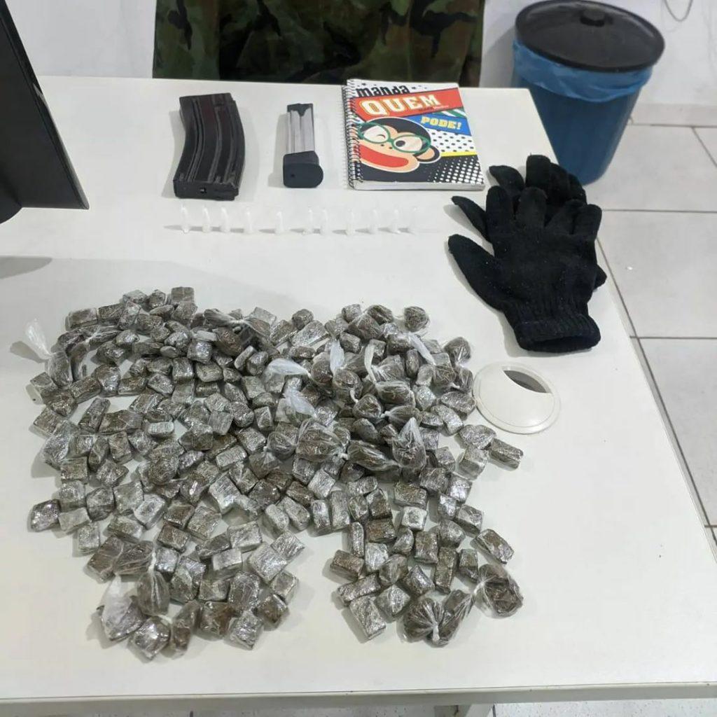 Drogas são apreendidas após criminosos fugirem da polícia em Porto Seguro