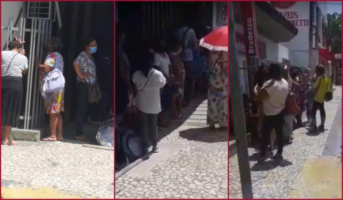 Idosos enfrentam fila longa e 'muito sol' em agência bancária de Porto Seguro
